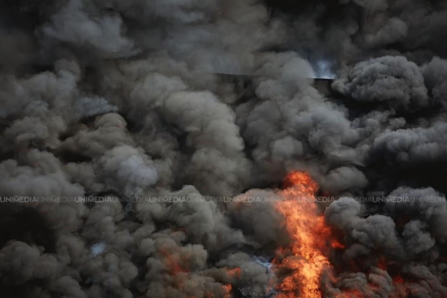 Incendiu la depozitele Calea Ferată Strășeni. 14 autospeciale luptă cu focul la fața locului