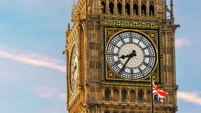 Ceasurile cu limbi sunt înlocuite în tot mai multe şcoli din Marea Britanie, deoarece elevii nu ştiu să citească ora pe ele
