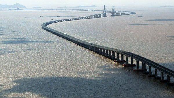 (foto, video) Vladimir Putin inaugurează astăzi podul care va lega Crimeea de restul Rusiei. Cum arată construcția