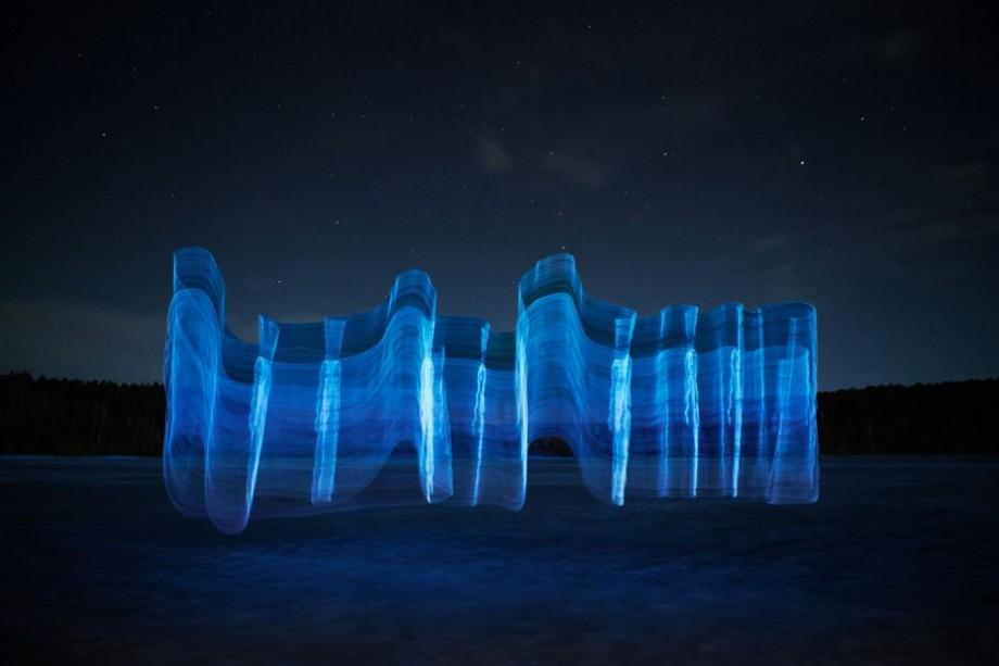 Tija de pescuit pe post de pensulă. Un artist lituanian a ieșit pe plajă pentru un experiment fotografic
