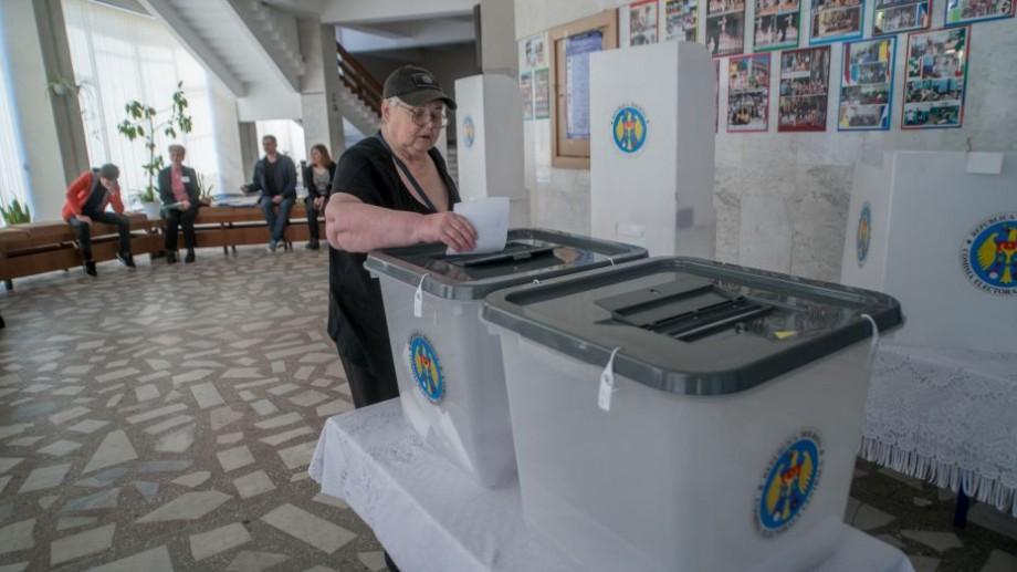 UPDATE. Cum s-a votat până acum în Chișinău pe categorii de vârstă. Câți tineri au ieșit la vot