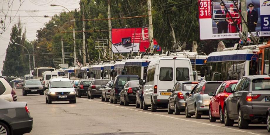 Pe strada București din Capitală va fi amenajată o bandă suplimentară pentru virare la dreapta