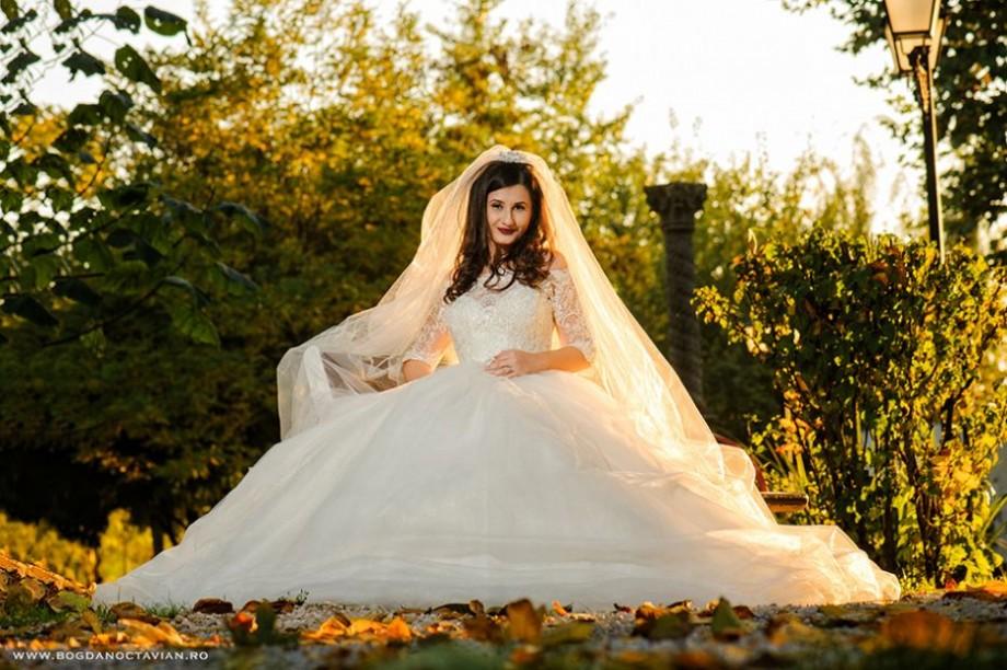 (foto) O companie din Moldova nu acceptă CV-uri cu fotografii de la nunți, cumetrii, discoteci și poze pe fundal de covor