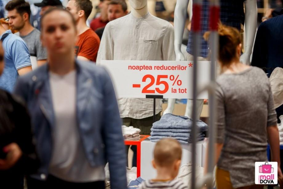 (foto, video) Prețuri mici, distracție mare și premii-surpriză. Cum a fost la Noaptea Reducerilor de la Shopping MallDova