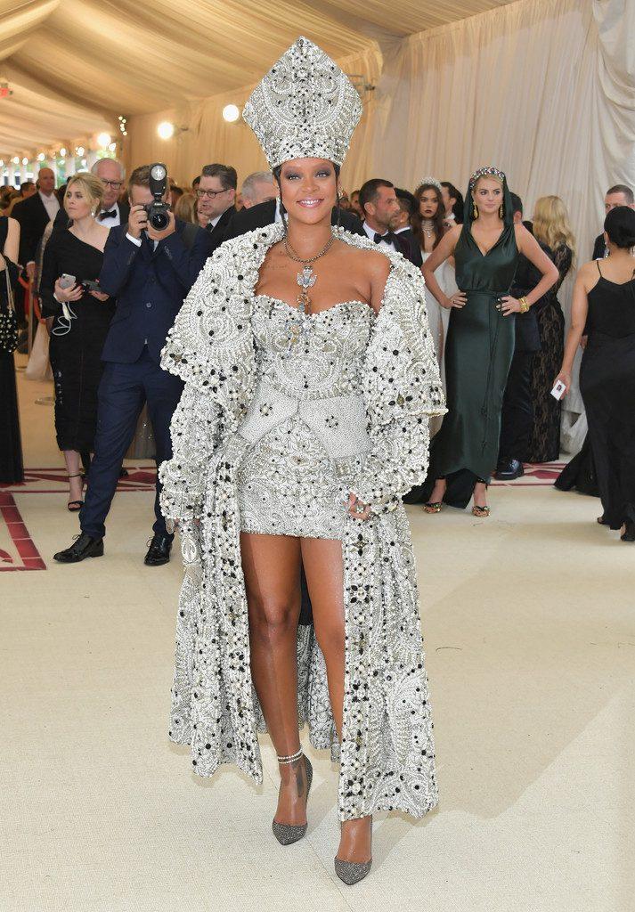 Rihanna-713x1024