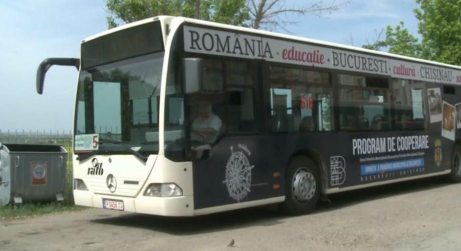 Cele două autobuze oferite de Primăria Bucureşti au fost puse în circulație pe străzile Chișinăului