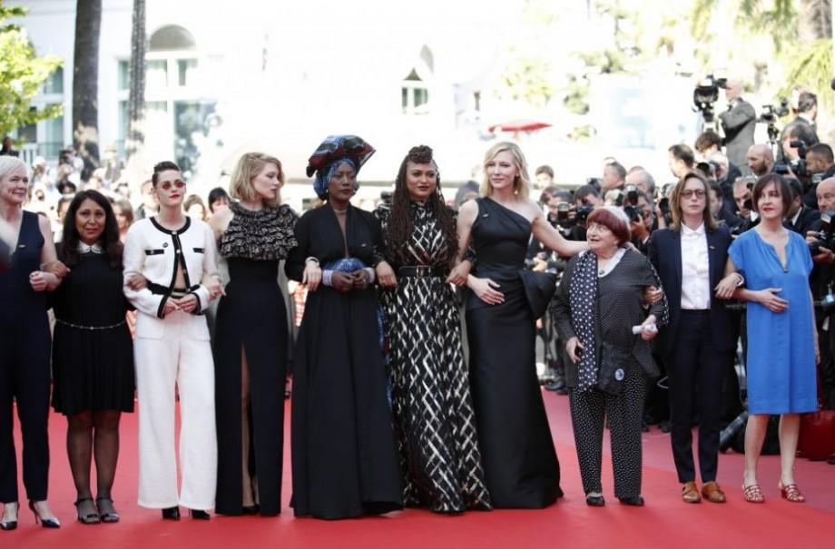 (foto) Zeci de actrițe au protestat pe covorul roșu de la Cannes 2018 împotriva inegalității de șanse la Hollywood