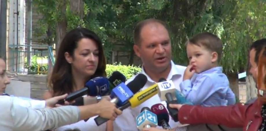 """(video) Candidatul la funcția de primar, Ion Ceban și-a exprimat votul. """"Noi am pus ștampiluța pentru un oraș mai frumos"""""""