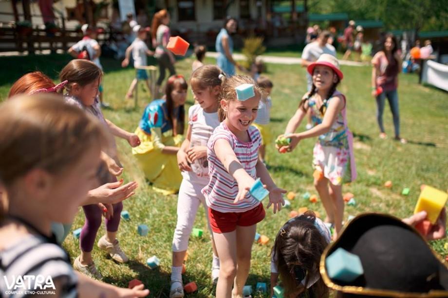 Carnavalului Copiilor 2018: Participă la parada costumelor de poveste, jocuri cu baloane de apă și pistoale cu apă