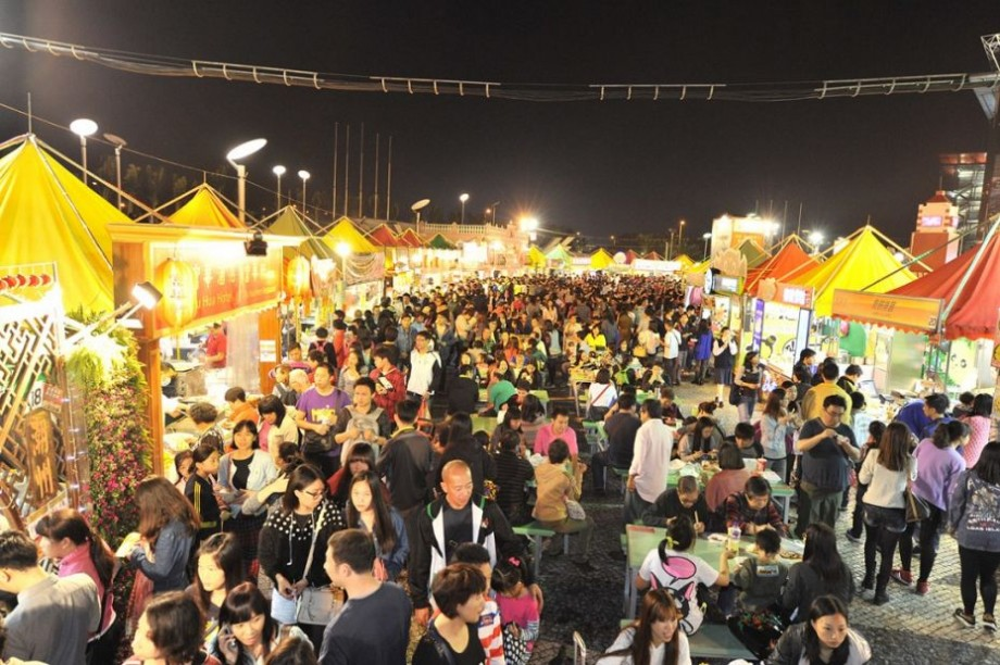 Vino flămând împreună cu familia sau prietenii la Food Fest și mănâncă multe și de toate. Care este programul evenimentului