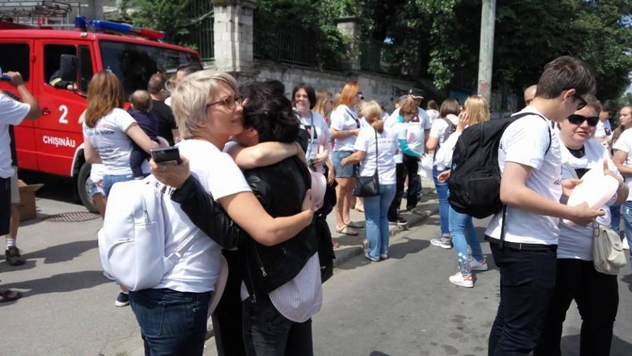 """(video, foto) """"Fără frică"""". Urmărește live marșul solidarității organizat de comunitatea LGBT din Moldova"""