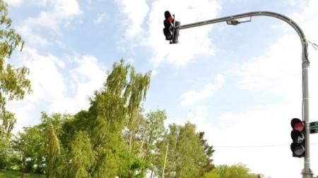 (foto) Pompierii au ajutat la deblocarea unui TIR și a mai multor automobile pe traseele din țară