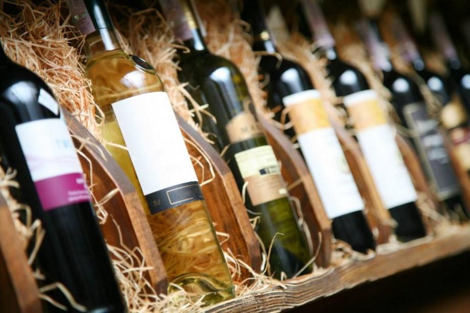 Lista celor mai bune vinuri autohtone albe, roze și roșii pe care le poți cumpăra online cu până la 100 de lei