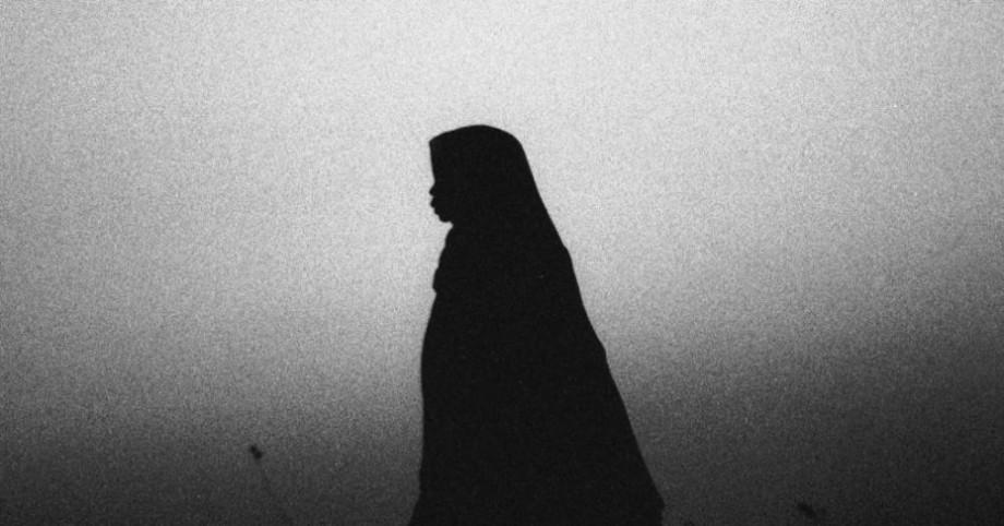 O adolescentă condamnată la moarte pentru că și-a înjunghiat soțul care o viola