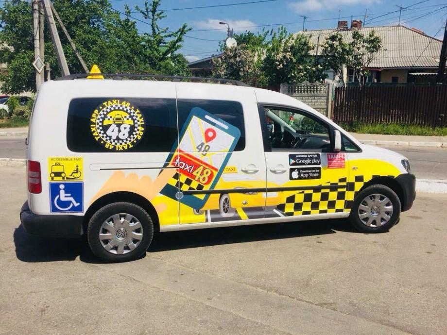 (foto) În Moldova a fost achiziționat primul taxi pentru persoane în scaun cu rotile. Cum arată acesta