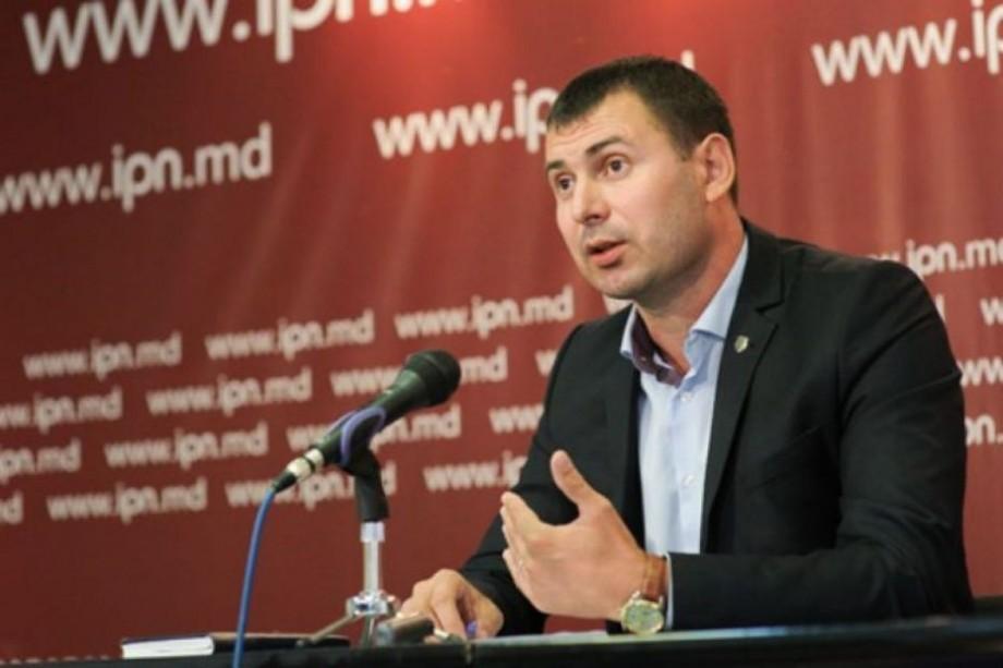 """(video) Alegeri locale 2018. Vasile Costiuc și-a exprimat votul. """"Nu stați acasă pe lejancă, ieșiți la vot"""""""