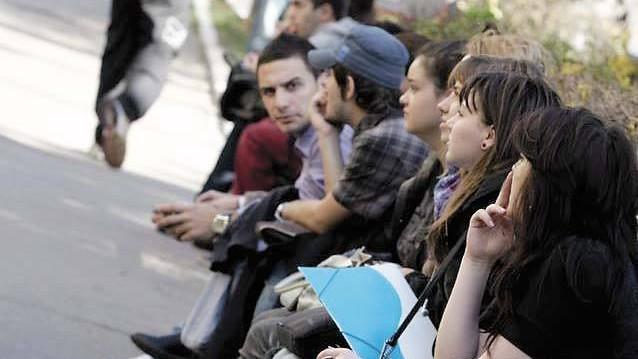 Aproape 53 de mii de tineri care vor împlini 18 ani vor vota pentru prima dată la alegerile parlamentare din 24 februarie. CEC le va trimite o carte poștală