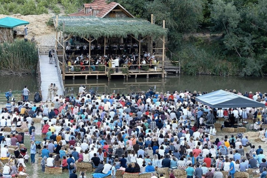 """Indiferent de condițiile meteo. """"Dunărea albastră"""" va răsună în cea de-a treia seară a Festivalului DescOPERĂ"""