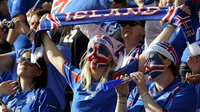 """(video) Suporterii selecționatei Islandei au cântat """"Калинка"""". Cum au mulțumit aceștia Rusiei pentru ospitalitate"""