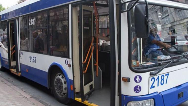Profesorii, educatorii și medicii de familie vor primi compensații pentru folosirea transportului public