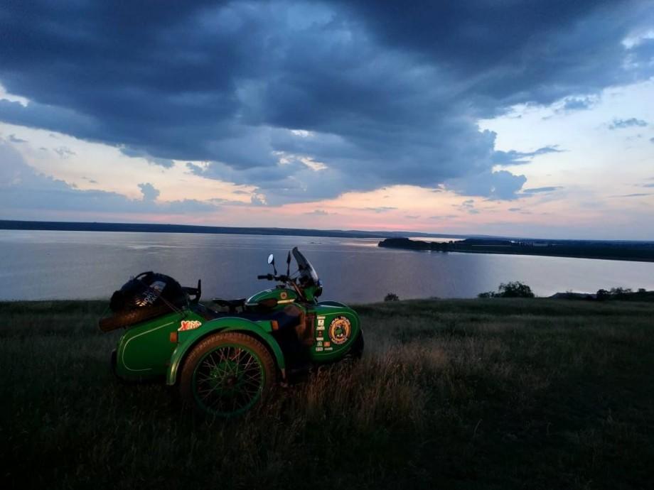 (foto) Aventura pe URAL continuă! Tinerii care fac înconjurul Moldovei pe motociclete au ajuns la Criva
