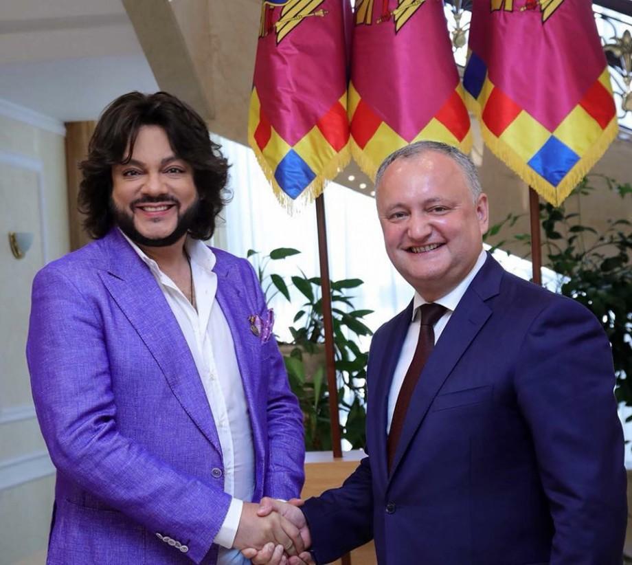 """Igor Dodon i-a oferit lui Filip Kirkorov titlul de Artist al Poporului """"pentru consolidarea relaţiilor culturale moldo-ruse"""""""