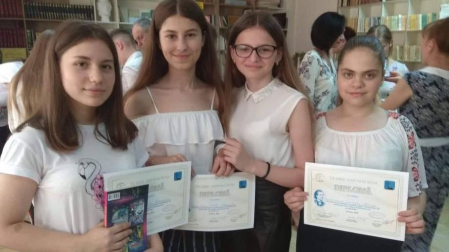 (foto) Zeci de elevi din Chișinău au participat la concursul internațional de recital din lirica eminesciană. Cine sunt câștigătorii
