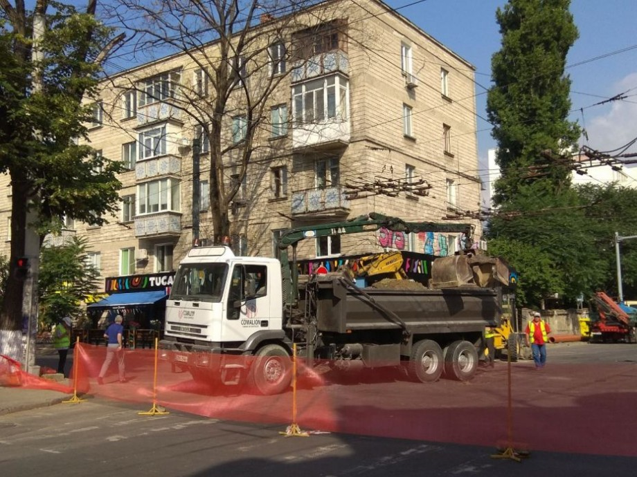 Atenție, ambuteiaj în tot orașul! Circulația rutieră pe o porțiune din strada București este sistată