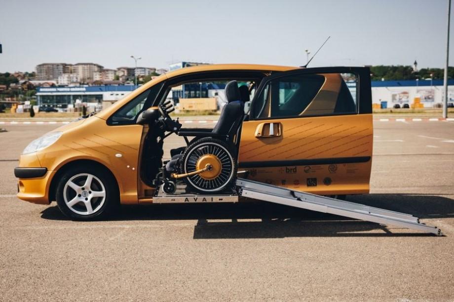 (foto, video) Mașina AVAI a fost lansată. Cum arată vehiculul pentru persoanele cu nevoi speciale, construit de un tânăr din Hîncești