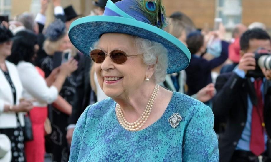 (video) Peste 1400 de militari, cu 200 de cai şi 400 de muzicanţi au participat la parada de ziua Reginei Elizabeth a II-a
