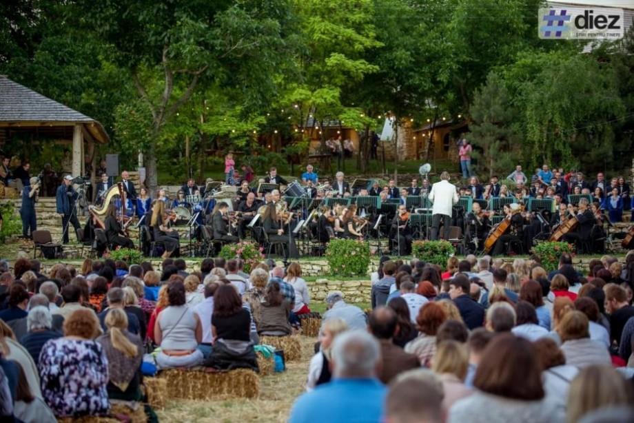 Cine sunt artiștii care vor evolua la cea de a III-a ediție a festivalului de muzică clasică în aer liber – DescOPERĂ