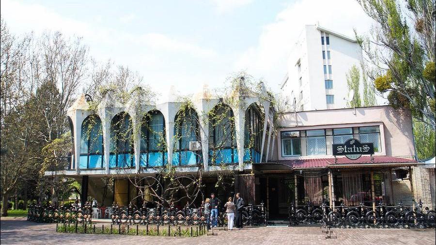 Curtea de Apel a hotărât: Cafeneaua Guguță din Chișinău va fi privatizată, iar în locul ei va fi construit un imobil cu 13 etaje