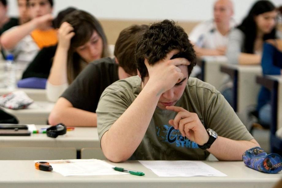 (foto) Ce subiecte au avut de rezolvat elevii claselor a IX-a la examenul de matematică