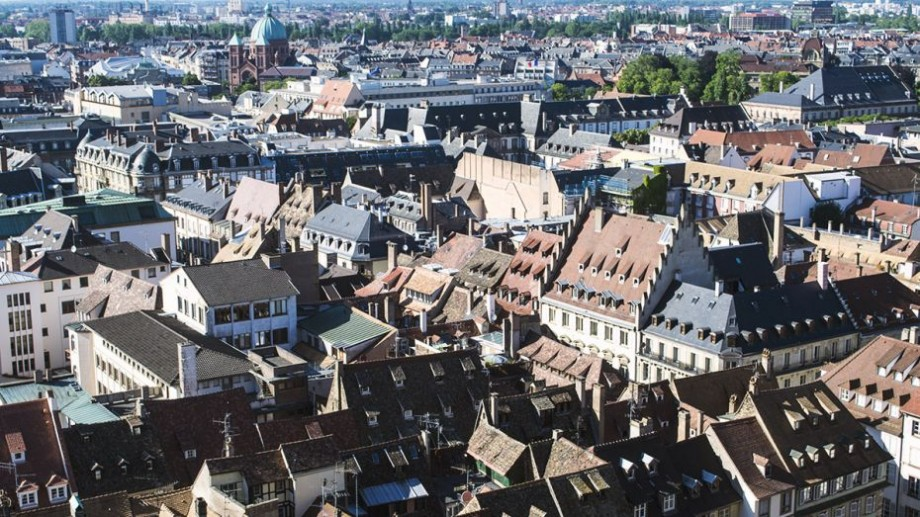 Vrei să-ți continui studiile într-o țară europeană? Înscrie-te la un atelier și obține o bursă de studii în Franța
