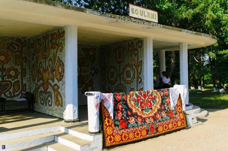(foto) Cum au reușit localnicii din Sculeni să transforme o stație de autobuze în una de poveste