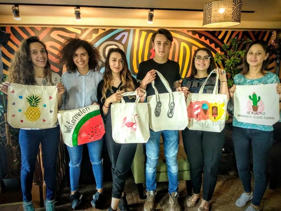 Participă la Art Eco Challenge și pictează-ți o pungă ecologică din pânză după propriul gust