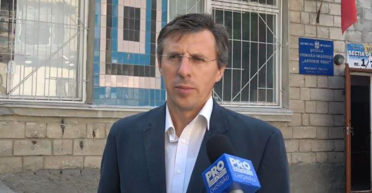 """(video) Dorin Chirtoacă și-a exprimat dreptul la vot. """"Ieșiți din casă, dacă vă pasă"""""""