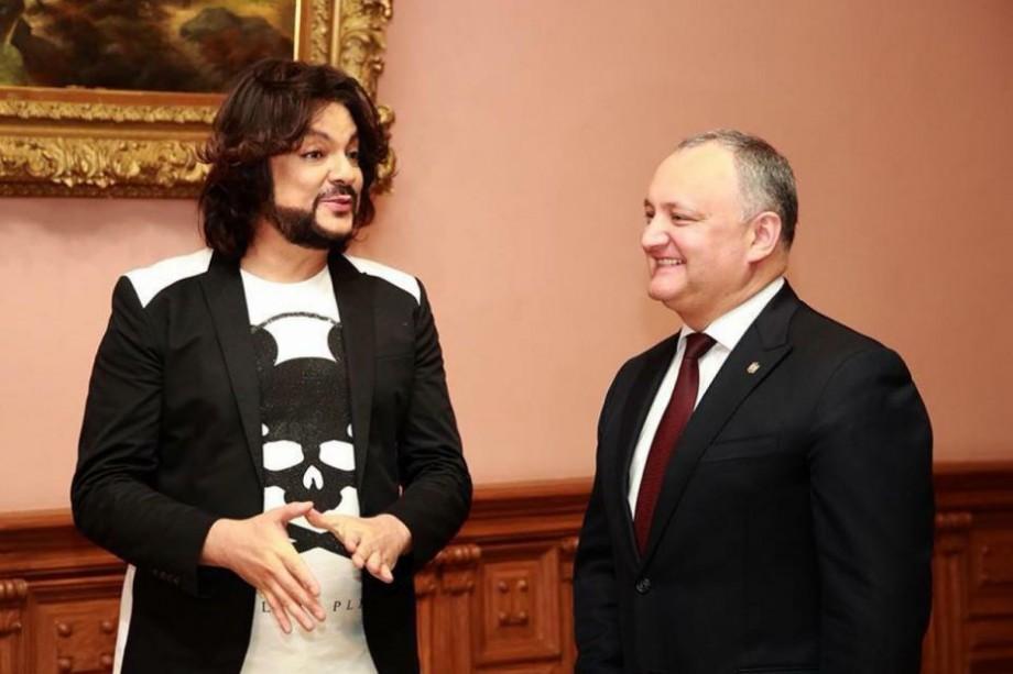 """ZdG. Cât costă un bilet la concertele lui Kirkorov, care cântă """"gratuit"""" la invitațiile lui Dodon"""