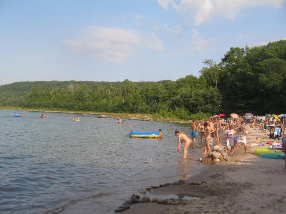 Atenție! Populația este îndemnată să evite scăldatul în râul Nistru. A fost depistată o bacterie periculoasă