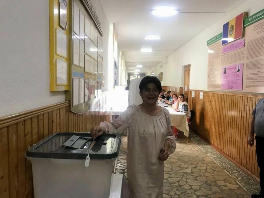 """Silvia Radu și-a exprimat dreptul la vot: """"Am ales rațional, pe cel care, cred eu, va putea face lucruri bune pentru Chișinău"""""""