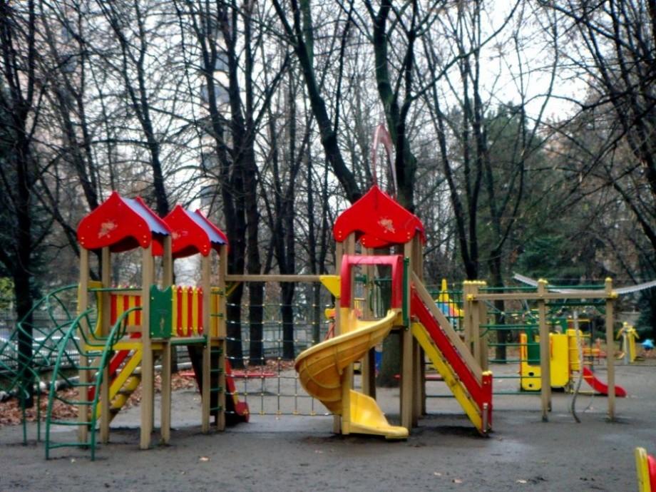 Lista celor o sută de adrese unde vor fi amenajate terenurile de joacă pentru copiii din Chișinău