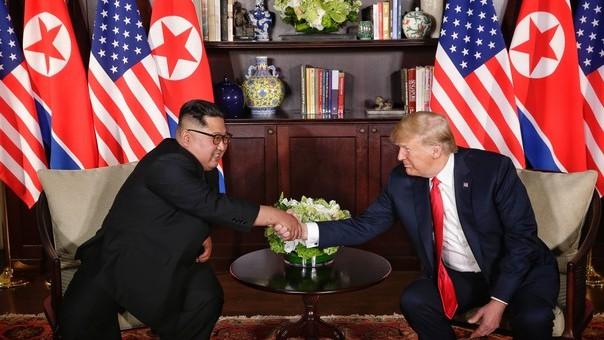 (foto) Moment istoric. Donald Trump și Kim Jong-un s-au întâlnit la Singapore