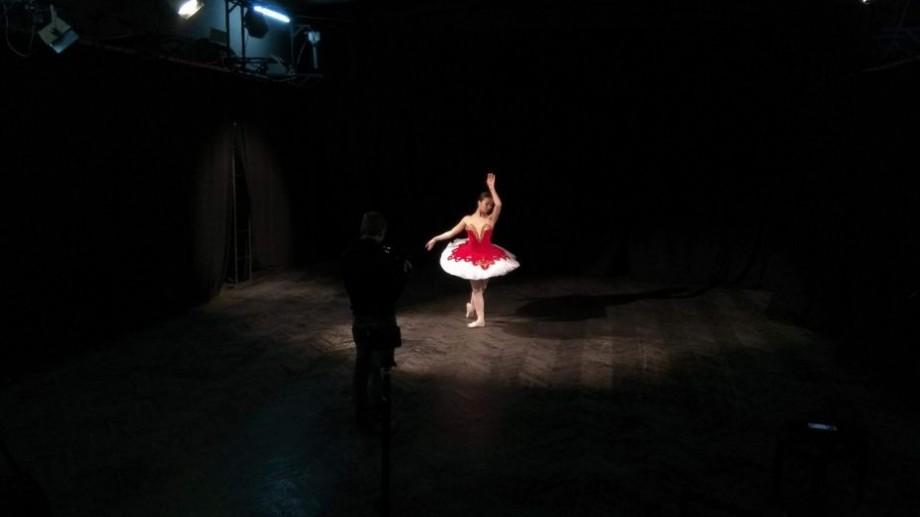 (video) Stagiunea de Vară. Alexandra Lutik, despre cum e să combini dansul și actoria pe scena unui teatru din Moldova