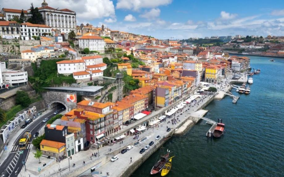 Ești o persoană tânără, energică și cunoști limba engleză? Participă la un schimb cultural gratuit în Portugalia
