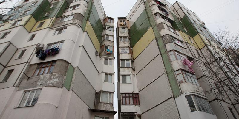 (video) Un bloc de locuit din sectorul Buiucani al Capitalei a fost plasat în carantină
