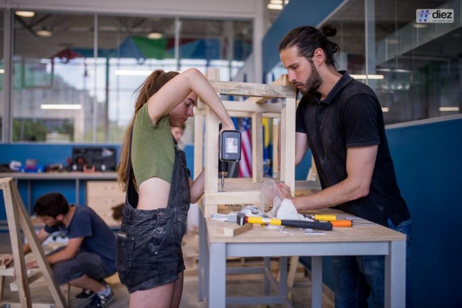 """(foto) """"World of Woodcraft"""". Cum 20 de studenți internaționali au realizat 4 instalații urbane pentru Chișinău"""