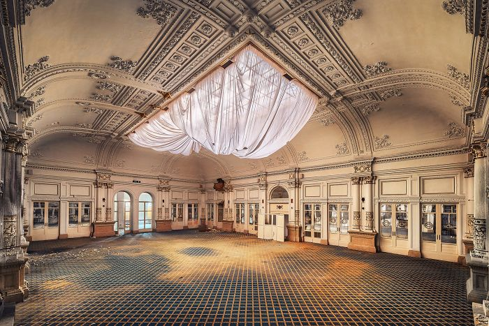 The-beauty-of-abandonment-captured-by-a-photographer-5b45c11bba100__700
