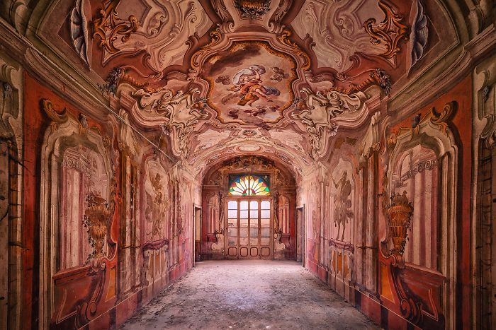 The-beauty-of-abandonment-captured-by-a-photographer-5b45c120ed8e4__700