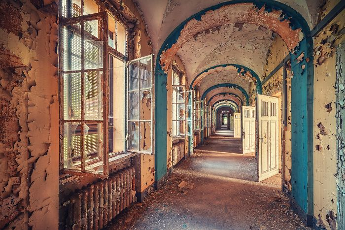 The-beauty-of-abandonment-captured-by-a-photographer-5b45c138c86d4__700