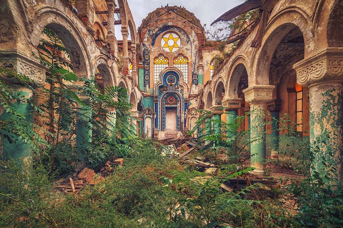 The-beauty-of-abandonment-captured-by-a-photographer-5b45c172d0881__700